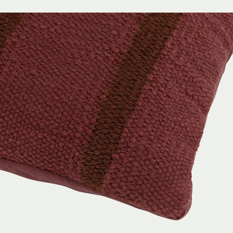 Coussin rayé en coton et viscose - rouge arcilla 30x50cm-RAYA