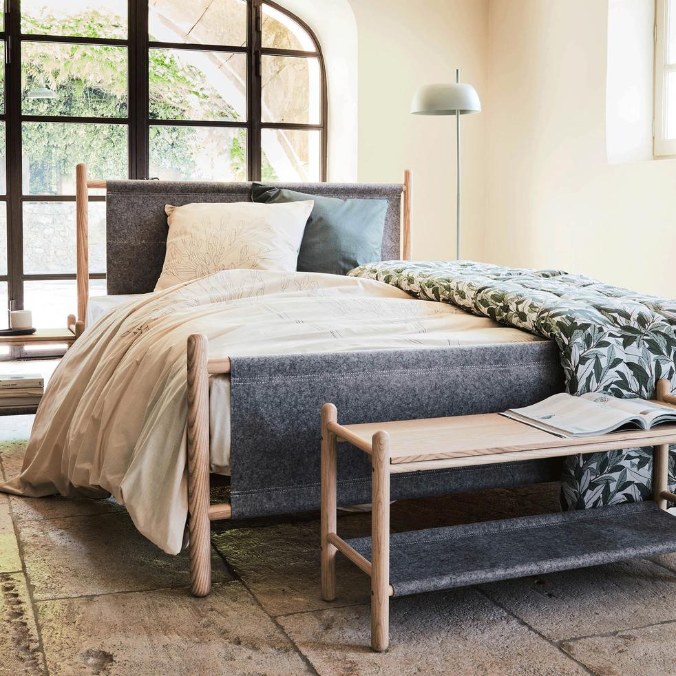 bout de lit en fr ne et feutrine gris clair theoule tables de chevet alinea. Black Bedroom Furniture Sets. Home Design Ideas