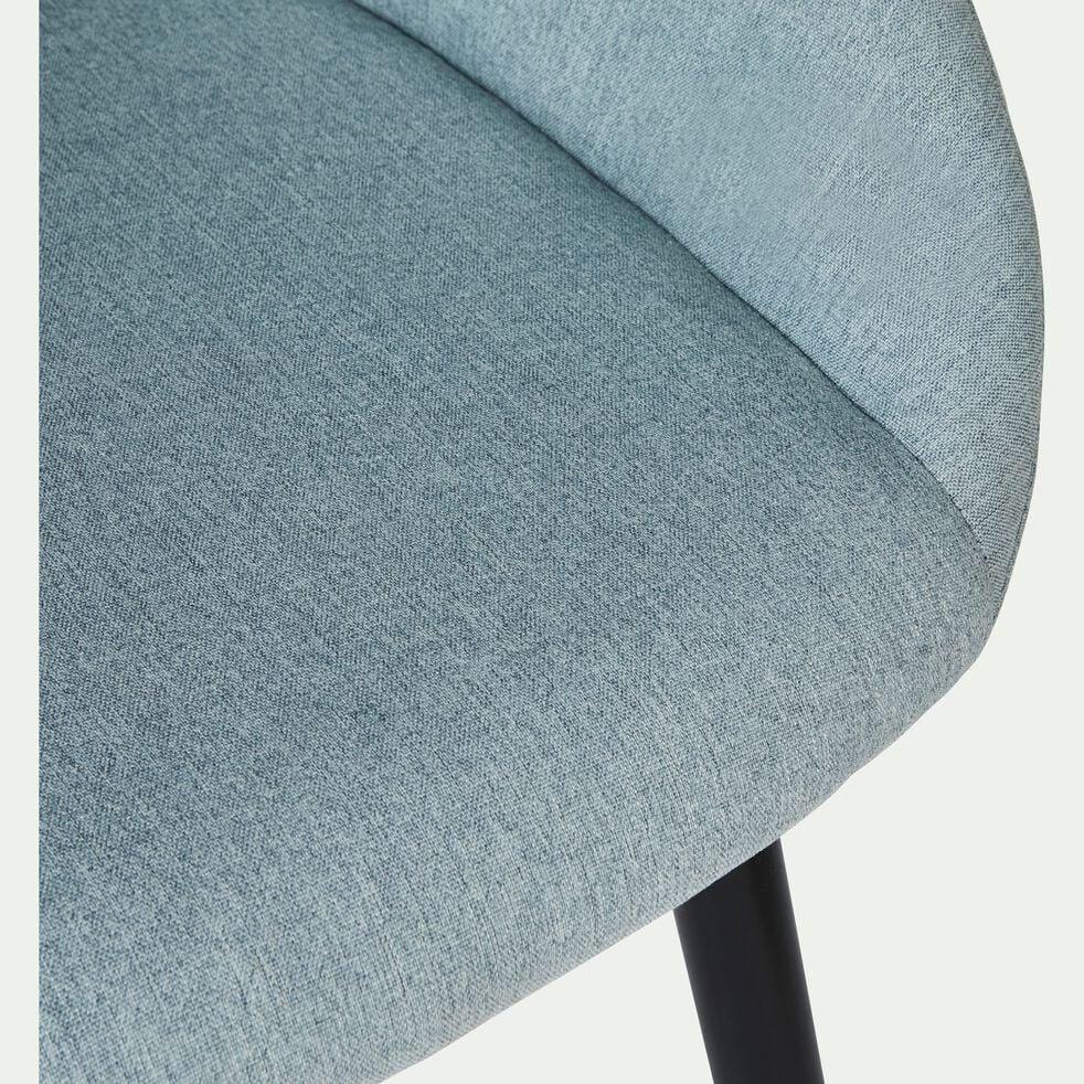 Chaise en tissu bleu grisé pieds noirs avec accoudoirs-NOELIE