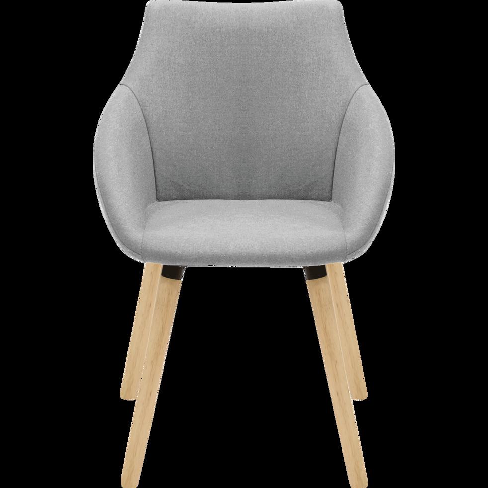 chaise en tissu gris clair avec accoudoirs noelie. Black Bedroom Furniture Sets. Home Design Ideas