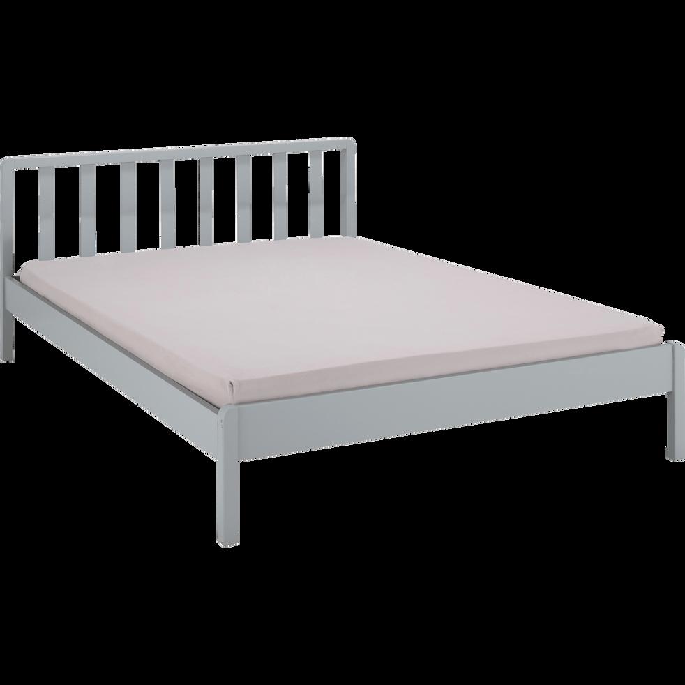 lit 2 places en bois avec t te de lit barreaux gris borie 140x200 cm jaume lits 2 places. Black Bedroom Furniture Sets. Home Design Ideas