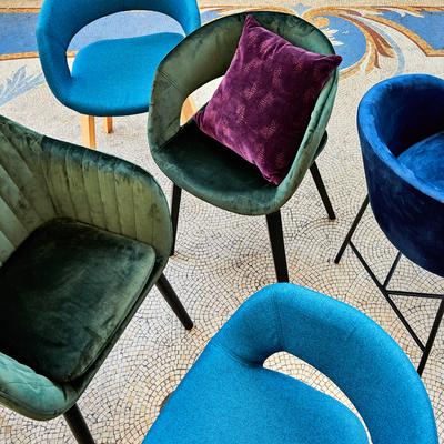 Chaise en velours avec accoudoirs bleu myrte-ELMIRE