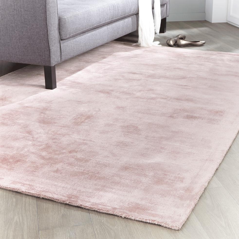 tapis en viscose rose poudr 120x170cm tansen 120x170 cm grands tapis de salon alinea. Black Bedroom Furniture Sets. Home Design Ideas