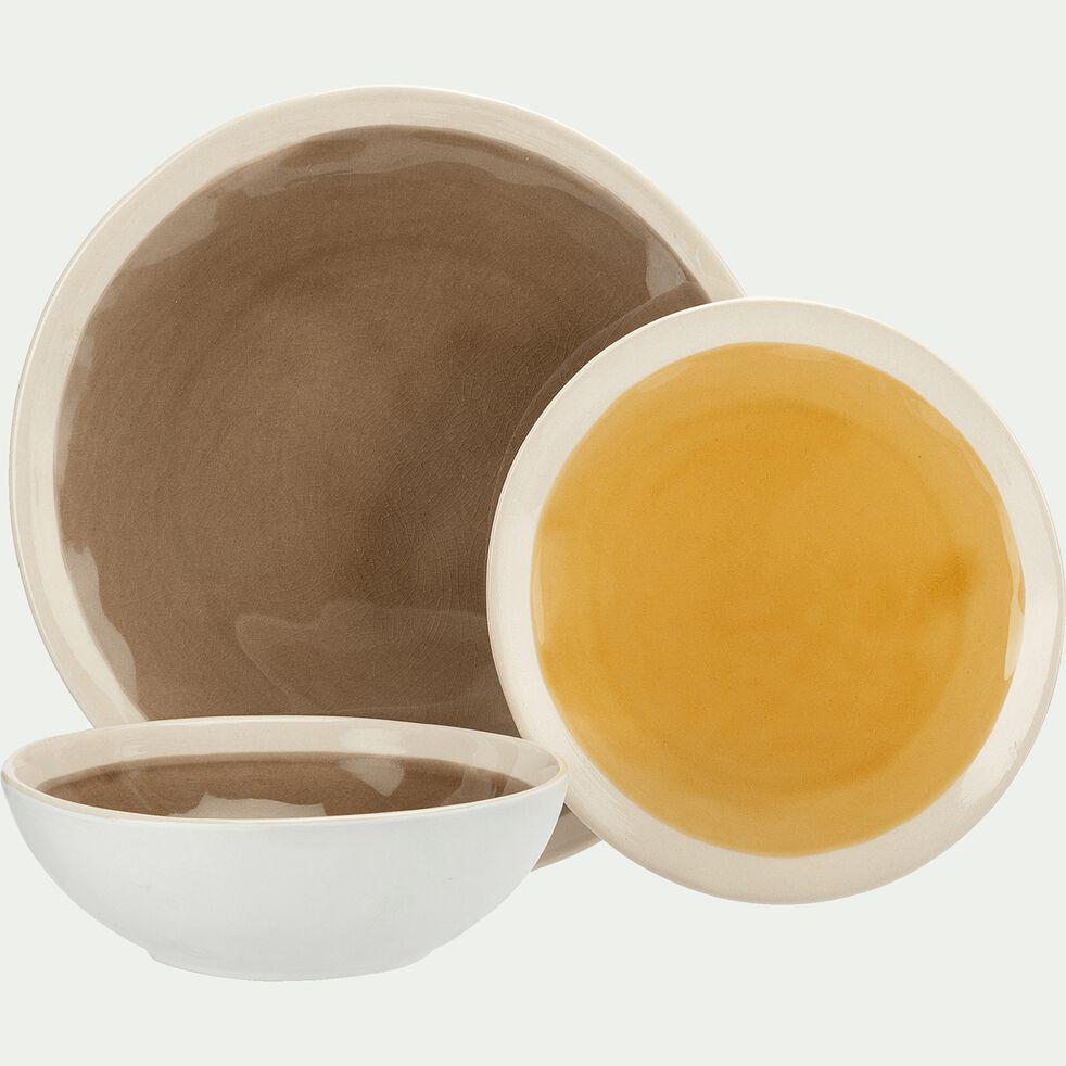Gamme de vaisselle en grès marron et blanc