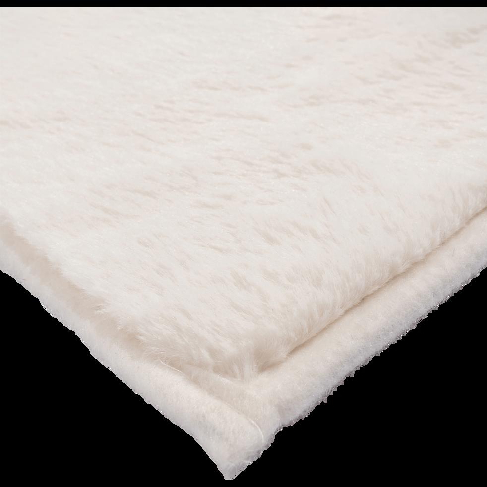 tapis imitation fourrure blanc ventoux robin 100x150 cm catalogue storefront alin a alinea. Black Bedroom Furniture Sets. Home Design Ideas