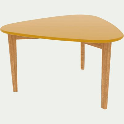Table basse triangulaire jaune avec pieds en chêne-SIWA