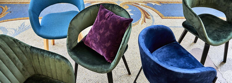 chaises et fauteuils contemporains en velours