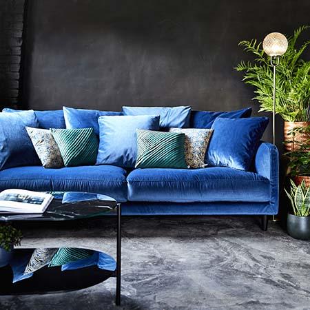 canapé velours bleu élégant