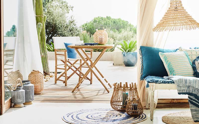fauteuil et table de jardin en bambou