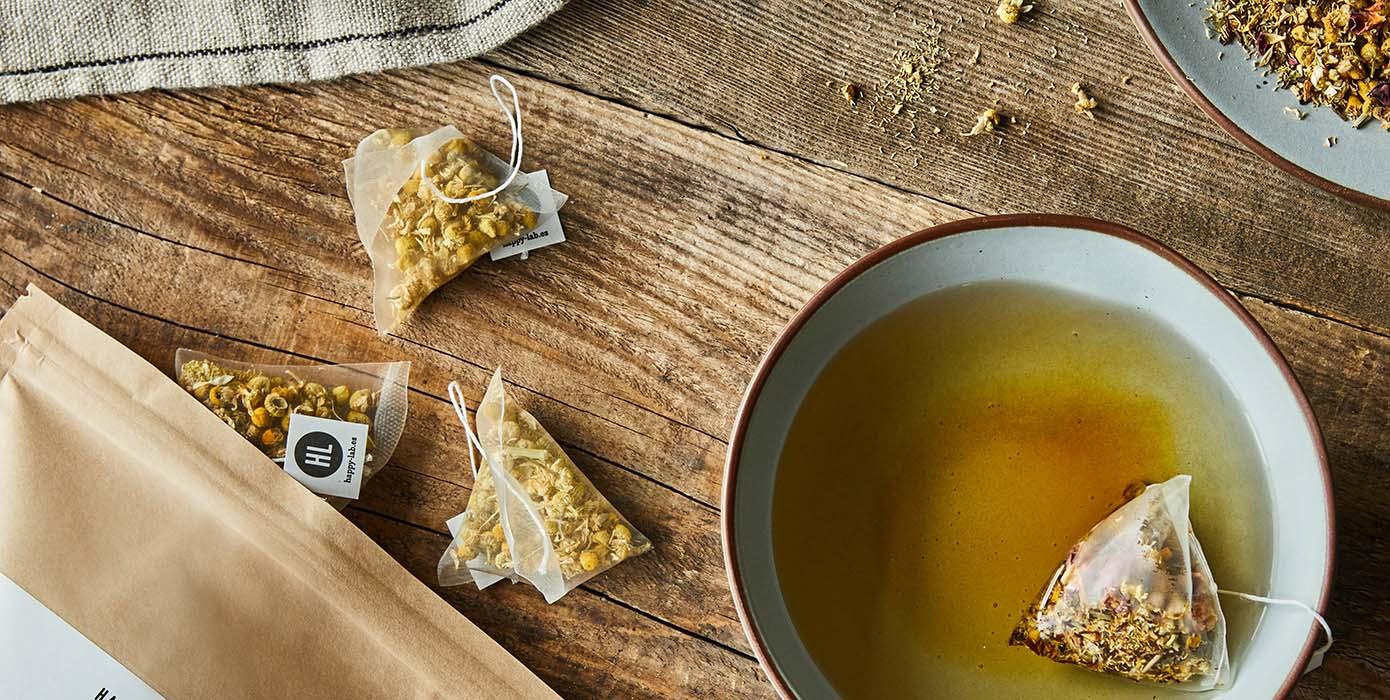 thés et infusions aux arômes délicats issus de feuilles, fleurs et épices