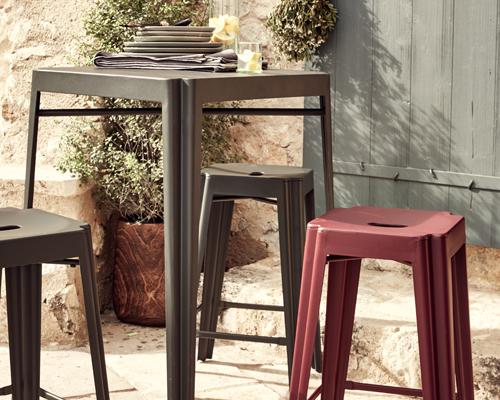 table haute et tabourets en aluminium