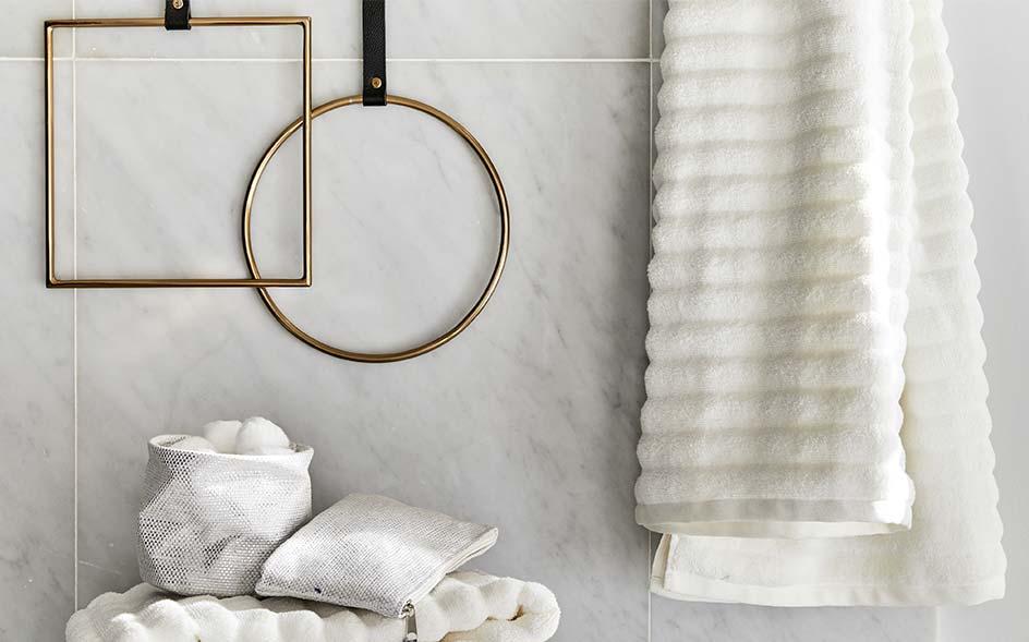 Porte serviette design vente d 39 objets d co en ligne alinea - Porte serviette a suspendre ...